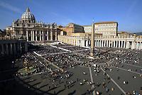 Panoramic view of St. Peter Square. Una veduta di Piazza San Pietro.