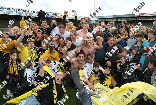 2009-05-17 / Voetbal / Zwarte Leeuw - Wijnegem / Zwarte Leeuw viert de promotie naar bevordering..Foto: Maarten Straetemans (SMB)