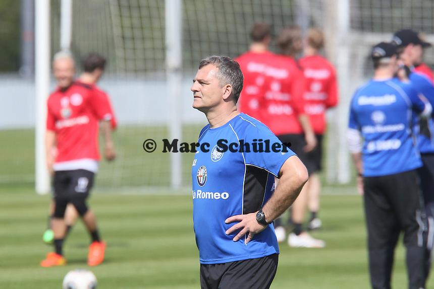 Torwarttrainer Moppes Petz - Eintracht Frankfurt Training