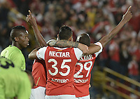 BOGOTÁ -COLOMBIA, 04-06-2016. Dairon Mosquera (#29) jugador de Santa Fe celebra después de anotar gol al Cortulúa durante partido de vuelta entre Independiente Santa Fe y Cortulúa por los cuadrangulares finales de la Liga Aguila I 2016 jugado en el estadio Nemesio Camacho El Campin de la ciudad de Bogota.  / Dairon Mosquera (#29) player of Santa Fe celebrates with Omar Perez after scoring a goal to Cortulua during second leg match between Independiente Santa Fe and Cortulua of the finals quadrangular of the Liga Aguila I 2016 played at the Nemesio Camacho El Campin Stadium in Bogota city. Photo: VizzorImage/ Gabriel Aponte / Staff