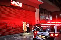 SÃO PAULO,SP,18 JUNHO 2013 - PROTESTO CONTRA AUMENTO TARIFA - Manifestantes saquearam lojas durante protesto contra o aumento da tarifa de ônibus para $3,20em São Paulo na noite desta terça- feira (18).FOTO ALE VIANNA - BRAZIL PHOTO PRESS