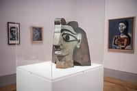 """Die Ausstellung """"Picasso. Das spaete Werk"""" wird vom 9. Maerz bis 16. Juni 2019 im Potsdamer Museum Barberini gezeigt.  Alle Leihgaben, Gemaelde, Keramiken, Skulpturen und Graphiken von Pablo Picasso (1881–1973), stammen aus der Sammlung Jacqueline Picasso (1927–1986).<br /> In der von Gastkurator Bernardo Laniado-Romero getroffenen Auswahl befinden sich zahlreiche Werke, die erstmalig in Deutschland gezeigt werden sowie einige, die zum ersten Mal in einem Museum praesentiert werden.<br /> Im Bild: """"Frauenkopf"""", Metallblech, 1962.<br /> 7.3.2019, Potsdam<br /> Copyright: Christian-Ditsch.de<br /> [Inhaltsveraendernde Manipulation des Fotos nur nach ausdruecklicher Genehmigung des Fotografen. Vereinbarungen ueber Abtretung von Persoenlichkeitsrechten/Model Release der abgebildeten Person/Personen liegen nicht vor. NO MODEL RELEASE! Nur fuer Redaktionelle Zwecke. Don't publish without copyright Christian-Ditsch.de, Veroeffentlichung nur mit Fotografennennung, sowie gegen Honorar, MwSt. und Beleg. Konto: I N G - D i B a, IBAN DE58500105175400192269, BIC INGDDEFFXXX, Kontakt: post@christian-ditsch.de<br /> Bei der Bearbeitung der Dateiinformationen darf die Urheberkennzeichnung in den EXIF- und  IPTC-Daten nicht entfernt werden, diese sind in digitalen Medien nach §95c UrhG rechtlich geschuetzt. Der Urhebervermerk wird gemaess §13 UrhG verlangt.]"""