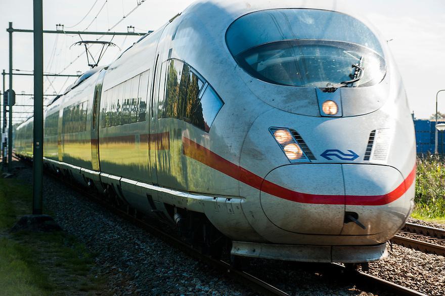 Nederland, Bunnik, 2 sep 2014<br /> ICE trein. Ice treinen rijden tussen nederland en duitsland en kunnen op geschikt spoor hoge snelheden halen.<br />  Foto: (c) Michiel Wijnbergh