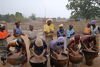 BURKINA FASO, Pó ,Projekt Frauen Kooperative PAPBK zur Herstellung Shea Butter und Seife aus shea Nuss des Karite Baum - BURKINA FASO, Project women cooperative production shea butter from shea nut