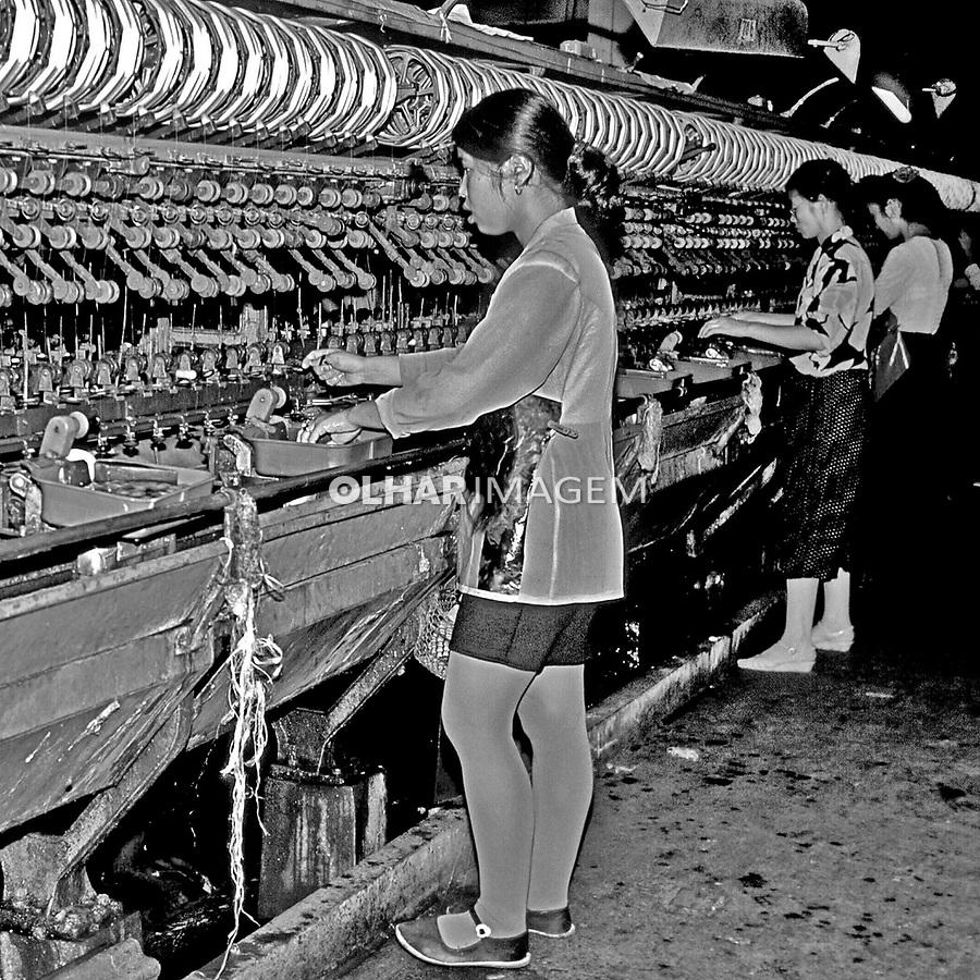 Indústria de seda em Hangzhou, China. 1994. Foto de Nair Benedicto.