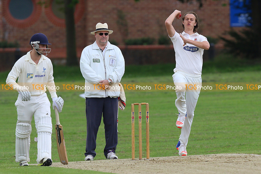 Billy Gordon in bowling action for Hornchurch during Hornchurch CC vs Shenfield CC, Shepherd Neame Essex League Cricket at Harrow Lodge Park on 21st May 2016