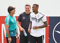 Bundestrainer Joachim Loew (Deutschland Germany) spricht mit Jerome Boateng (Deutschland Germany) - 31.05.2018: Training der Deutschen Nationalmannschaft zur WM-Vorbereitung in der Sportzone Rungg in Eppan/Südtirol
