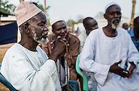 Imam Ismail Nafi (li.) und sein Stellvertreter Mohamed Adjarou (re.) aus der Kleinstadt Bossangoa, Zentralafrikanische Republik im muslimischen Flüchtlingslager. Aufnahmedatum 11.3.2014