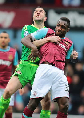 27.02.2016. Boleyn Ground, London, England. Barclays Premier League. West Ham versus Sunderland. Sunderland Defender John O'Shea holds on to West Ham United Midfielder Michail Antonia during a header challenge
