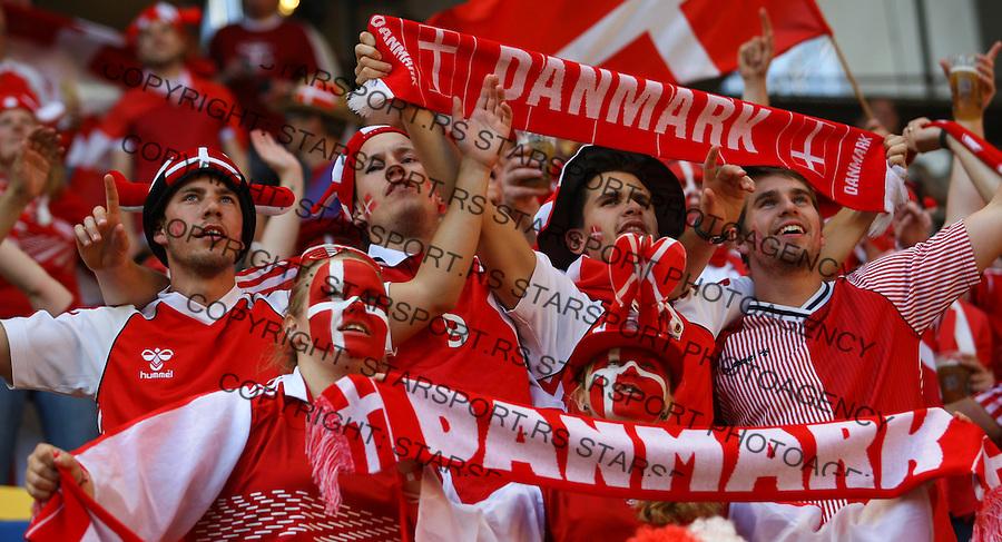13.06.2012, LWOW, PILKA NOZNA, FOOTBALL, MISTRZOSTWA EUROPY W PILCE NOZNEJ, EURO 2012, FOOTBALL EUROPEAN CHAMPIONSHIP, DANIA - PORTUGALIA, DENMARK - PORTUGAL, KIBICE DANII, FOT. TOMASZ JASTRZEBOWSKI / FOTO OLIMPIK/NEWSPIX.PL.---.Newspix.pl