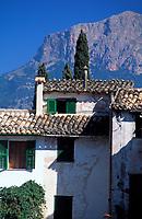 ESP, Spanien, Balearen, Mallorca, Soller: Wohnhaus und der Puig Major (1.445 m) | ESP, Spain, Balearic Islands, Mallorca,