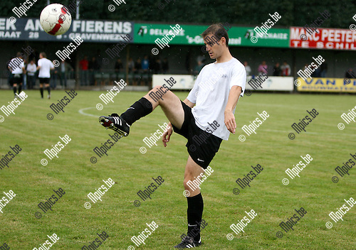 2010-08-10 / Seizoen 2010-2011 / Voetbal / KSK 's Gravenwezel / Dries Smets..Foto: mpics