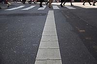 SÃO PAULO, SP, 26.06.2016 -  DISPOSITIVOS-SEGURANÇA - Imagem do dispositivos de segurança que foi implantados na faixa de sinalização de vias da Avenida Brigadeiro Luís Antônio, região central de São Paulo. Um barulho é emitido toda vez que um motorista invade a faixa exclusiva de ônibus em avenidas como a 23 de Maio, que liga a Zona Sul ao Centro. Só nessa via, 22 mil multas foram aplicadas em 2015 por invasão ao espaço dos coletivos. (Foto: Adailton Damasceno/Brazil Photo Press)