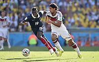 FUSSBALL WM 2014                VIERTELFINALE Frankreich - Deutschland           04.07.2014 Paul Pogba (li, Frankreich) gegen Sami Khedira (Deutschland)