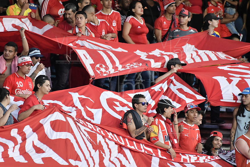CALI - COLOMBIA-16-02-2019: Hinchas del América animan a su equipo durante partido por la fecha 5 de la Liga Águila I 2019 entre América de Cali y Deportivo Independiente Medellín jugado en el estadio Pascual Guerrero de la ciudad de Cali. / Fans of America cheer for their team during match for the date 5 as part of Aguila League I 2019 between America Cali and Deportivo Independiente Medellin played at Pascual Guerrero stadium in Cali. Photo: VizzorImage / Gabriel Aponte / Staff