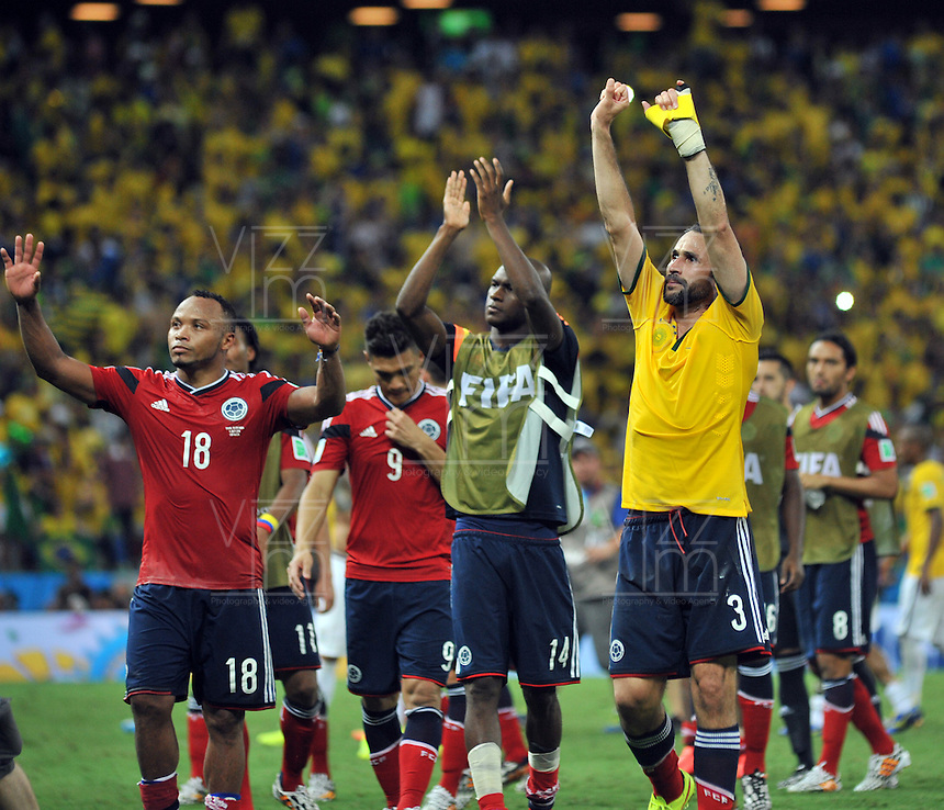 FORTALEZA - BRASIL -04-07-2014. Jugadores de Colombia (COL) saluda la público despues del partido de los cuartos de final contra Brasil (BRA) por la Copa Mundial de la FIFA Brasil 2014 jugado en el estadio Castelao de Fortaleza./ Players of Colombia (COL) greet the fans after the match of the Quarter Finals against Brazil (BRA) for the 2014 FIFA World Cup Brazil played at Castelao stadium in Fortaleza: Photo: VizzorImage / Alfredo Gutiérrez / Contribuidor