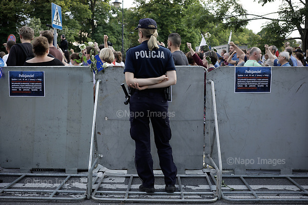 WARSZAWA, 07/2017:<br /> Demonstracja opozycji przed sejmem przeciwko reformie sadownictwa proponowanej przez PiS. <br /> Fot: Piotr Malecki /  Napo Images<br /> <br /> WARSAW, POLAND, JULY 2017:<br /> Oposition demonstration against the judiciary reform proposed by the PiS (Law and Justice) led government.<br /> (Photo by Piotr Malecki /  Napo Images)<br /> <br /> <br /> ### Cena minimalna: 100 PLN ###