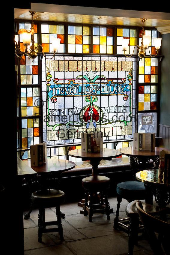 United Kingdom, England, London: The Old Bell Tavern on Fleet Street   Grossbritannien, England, London: Innenaufnahme der Old Bell Tavern in der Fleet Street