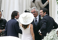 Il team manager della Renault Formula Uno Flavio Briatore, secondo da destra, saluta l'ex primo ministro spagnolo Jose' Maria Aznar, sinistra, sua figlia Ana, di spalle, ed il marito Alejandro Agag fuori dalla Chiesa di Santo Spirito in Sassia, Roma, 14 giugno 2008, prima del suo matrimonio con la modella Elisabetta Gregoraci..Renault F1 boss Flavio Briatore, second from right, greets Spanish former Prime Minister Jose' Maria Aznar, left, his daughter Ana, back to camera, and her husband, Alejandro Agag outside St. Spirito in Sassia's church in Rome, 14 june 2008, before his wedding ceremony with top model Elisabetta Gregoraci.UPDATE IMAGES PRESS/Riccardo De Luca