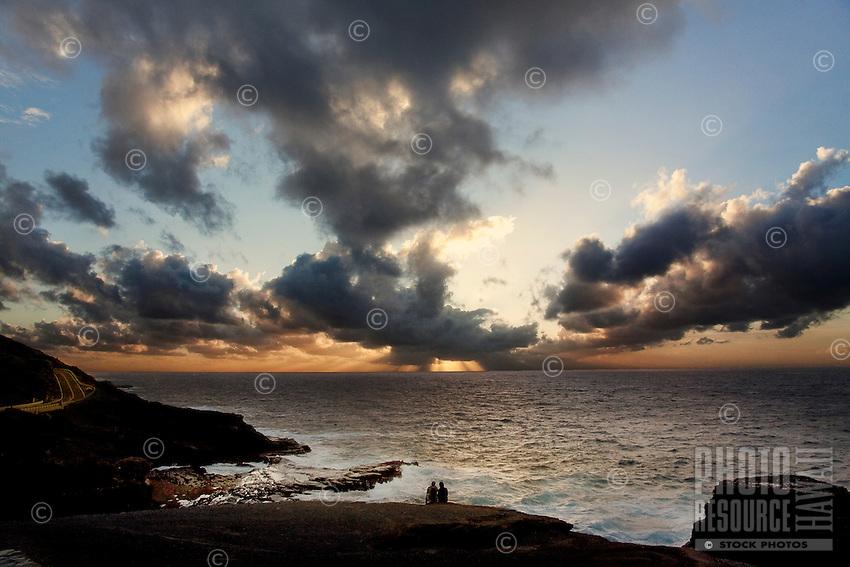 Romantic sunrise atLana'i Lookout, east O'ahu