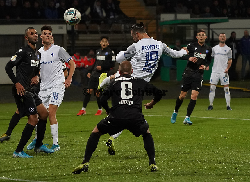 Kopfballchance Serdar Dursun (SV Darmstadt 98) - 29.10.2019: SV Darmstadt 98 vs. Karlsruher SC, Stadion am Boellenfalltor, 2. Runde DFB-Pokal<br /> DISCLAIMER: <br /> DFL regulations prohibit any use of photographs as image sequences and/or quasi-video.