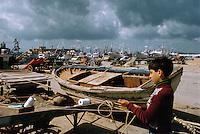 - child in the Trapani fishermen port....- bambino nel porto dei pescatori di Trapani
