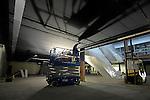 LEIDSCHE RIJN - Opbouw landtunnel A2 verkeersweg.UTRECHT - Schilderen plafond meubelwinkel, kademuurbouw.COPYRIGHT TON BORSBOOM..