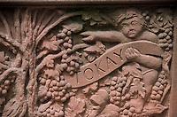 Europe/France/Alsace/68/Haut-Rhin/Kientzheim : Cépages du vignoble alsacien sur la fontaine