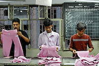BANGLADESH, textile industry in Dhaka , textile factory produce textiles for export for western discounter / BANGLADESH , Textilfabrik in Dhaka produziert Textilien fuer den Export fuer westliche Textildiscounter