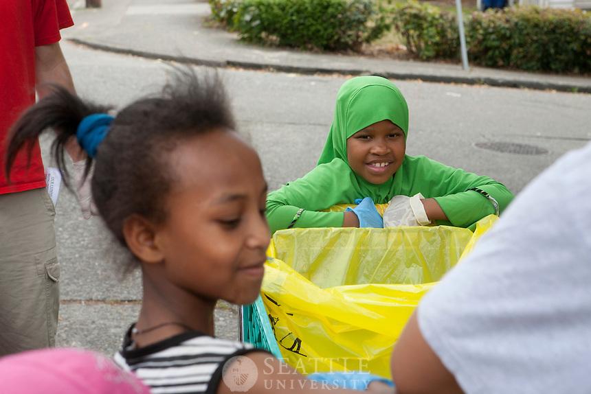 09242011 - Seattle University, Serve Seattle 2011, Yesler Terrace community clean up, Youth Initiative