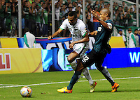 CALI - COLOMBIA -23-05-2014: Harold Preciado (Izq.) jugador de Deportivo Cali disputa el balón con Alexis Henriquez (Der.) jugador de Atletico Nacional durante partido de vuelta entre Deportivo Cali y Atletico Nacional por los cuartos de final de la Liga Aguila I 2015 en el estadio Deportivo Cali (Palmaseca) de la ciudad de Cali. / Harold Preciado (L) player of Deportivo Cali fights for the ball with Alexis Henriquez (R) player of Atletico Nacional during a match for the second leg between Deportivo Cali and Atletico Nacional for the quarter of finals of the Liga Aguila I 2015 at the Deportivo Cali (Palmaseca) stadium in Cali city. Photo: VizzorImage / NR / Cont.
