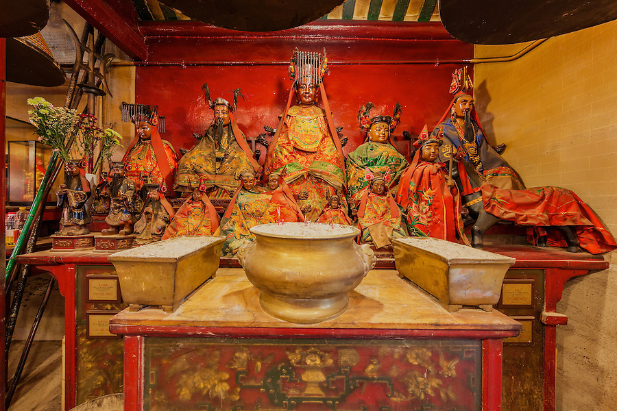 There are many Gods housed in the Litt Shing Kung Temple.