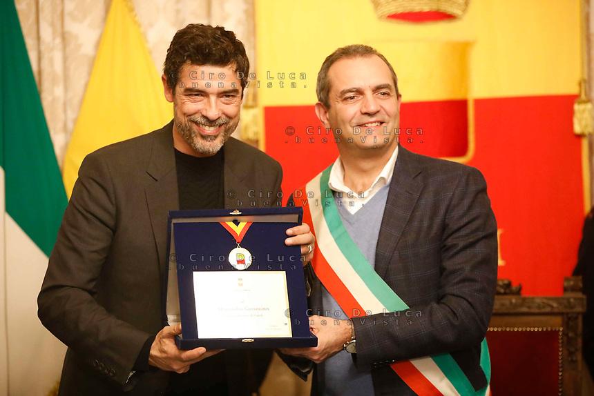 The actor Alessandro Gassman receives the honorary citizenship of Naples <br /> Alessandro Gasmann cittadino onorario di Napoli<br />  il Sindaco Di Napoli Luigi de Magistris