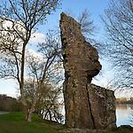 Située en aval de la confluence de la Maine et de la Loire, au bord du fleuve, et face à la pointe nord de l'île de Béhuard, la Pierre Bécherelle est un énorme et très ancien monolithe naturel. Son nom viendrait de « Béchet », le brochet en vieux patois local. L'endroit était réputé pour la pêche de ce poisson.