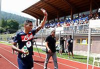 Allan il  nuovo acquisto del Napoli  al suo arrivo al Campo di Dimaro per sostenere acune visite mediche