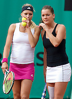 Agnieska Radwanska (POL)  & Maria Kirilenko (RUS) against Serena & Venus Williams (USA) in the quaterfinals of the women's doubles. Williams & Williams beat Radwanska & Kirilenko 6-2 6-3..Tennis - French Open - Day 9 - Mon 1 June 2010 - Roland Garros - Paris - France..© CameraSport-MIKE FREY - 43 Linden Ave. Countesthorpe. Leicester. England. LE8 5PG - Tel: +44 (0) 116 277 4147 - admin@camerasport.com - www.camerasport.com