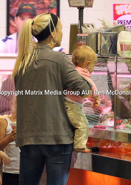 EXCLUSIVE 17.11.2011 SYDNEY AUSTRALIA<br /> <br /> Bec Hewitt and her sister Kristy meet with their kids for a shopping outing at Castle Towers.