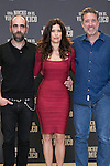 "Luis Tosar (Left) Angie Cepeda (Center) and Emilio Aragon (Right) attend the presentation of the movie ""Una noche en el viejo mexico"" at Fundacion Telefonica Building in Madrid, Spain. May 06, 2014. (ALTERPHOTOS/Carlos Dafonte)"