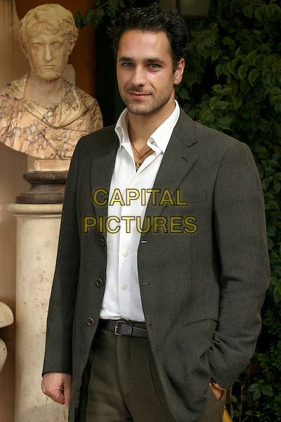 "RAUL BOVA.Photocall for ""Alien vs Predator"".Hotel Eden, Rome, Italy, November 3rd 2004..half length.Ref: LC.www.capitalpictures.com.sales@capitalpictures.com.©Luca Cavallari/Capital Pictures ."