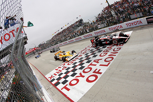 15-17 April, 2011, Long Beach, California, USA<br /> Will Power and Ryan Hunter-Reay at the start<br /> ©2011, Michael L. Levitt<br /> LAT Photo USA