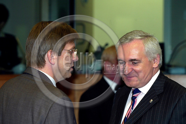 BRUSSELS - BELGIUM - 18 JUNE 2004--EU-SUMMIT, Irish Presidency--Guy VERHOFSTADT, Belgium Prime Minister, Bertie AHERN, the Irish President of the European Council, talking at the summit.-- PHOTO: ERIK LUNTANG / EUP-IMAGES
