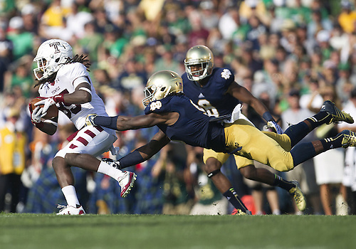 August 31, 2013:  Notre Dame Fighting Irish linebacker Jaylon Smith (9) makes diving attempt to tackle Temple wide receiver Nate Hairston (85) during NCAA Football game action between the Notre Dame Fighting Irish and the Temple Owls at Notre Dame Stadium in South Bend, Indiana.  Notre Dame defeated Temple 28-6.