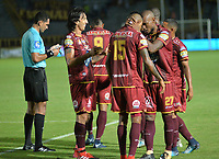 IBAGUÉ - COLOMBIA, 8-03-2018:Erik Correa de Deportes Tolima  celebra después de anotar un gol al Envigado FC durante partido por la fecha 7 de la Liga Águila I 2018 jugado en el estadio Manuel Murillo Toro de la ciudad de Ibagué . / Erik Correa payer of Deportes Tolima   celebrates after scoring a goal to Envigado FC   during match for the date 7 of the Aguila League I 2018 at Manuel Murillo Toro stadium in Ibague  city. Photo: VizzorImage/ Juan Carlos Escobar /  Contribuidor