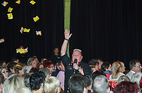 """Comedian Woody Feldmann zieht als """"Margit Sponheimer vun Griesm"""" bei ihrer Weihnachtsshow durch die Griesheimer Wagenhalle - Griesheim 20.12.2019: Weihnachtsshow Woody Feldmann in der Wagenhalle"""