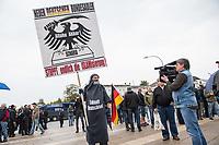 """AfD-Kundgebung in Potsdam.<br /> Ca. 70 AfD-Anhaenger kamen am Samstag den 9. September 2017 zu einer Wahlveranstaltung der rechtsnationalistischen """"Alternative fuer Deutschland"""", AfD. Unter den Teilnehmern waren u.a. Neonazis die """"Patrioten Cottbus"""" oder die sog. """"Schwarze Sonne"""", ein Zeichen der SS auf ihren Jacken trugen. Offiziell hatte die AfD die Kundgebung als Gruendung einer rechten Gewerkschaft namens """"Alternativer Arbeitnehmerverband Mitteldeutschland"""" (Alarm) in Brandenburg deklariert.<br /> 500 Menschen protestierten friedlich gegen die Veranstaltung.<br /> Im Bild: Ein Kundgebungsteilnehmer hat sich mit einer selbstgebastelten Burka vermummt um gegen """"den Islam"""" zu protestieren.<br /> 9.9.2017, Potsdam<br /> Copyright: Christian-Ditsch.de<br /> [Inhaltsveraendernde Manipulation des Fotos nur nach ausdruecklicher Genehmigung des Fotografen. Vereinbarungen ueber Abtretung von Persoenlichkeitsrechten/Model Release der abgebildeten Person/Personen liegen nicht vor. NO MODEL RELEASE! Nur fuer Redaktionelle Zwecke. Don't publish without copyright Christian-Ditsch.de, Veroeffentlichung nur mit Fotografennennung, sowie gegen Honorar, MwSt. und Beleg. Konto: I N G - D i B a, IBAN DE58500105175400192269, BIC INGDDEFFXXX, Kontakt: post@christian-ditsch.de<br /> Bei der Bearbeitung der Dateiinformationen darf die Urheberkennzeichnung in den EXIF- und  IPTC-Daten nicht entfernt werden, diese sind in digitalen Medien nach §95c UrhG rechtlich geschuetzt. Der Urhebervermerk wird gemaess §13 UrhG verlangt.]"""