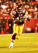 Landover, MD - October 27, 2002 -- Redskins running back Stephen Davis (48) carries in the Sunday Night game against the Indianapolis Colts at FedEx Field in Landover, Maryland.  The Redskins won the game 26 - 21..Credit: Ron Sachs / CNP
