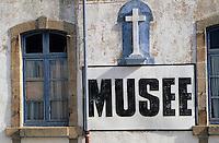 """Europe/France/Bretagne/29/Finistère/Ile de Sein: Le musée """"l'abri du marin"""" - Croix"""