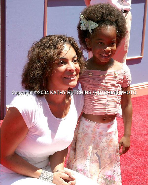 ©2004 KATHY HUTCHINS /HUTCHINS PHOTO.PRICESS DIARIES 2 PREMIERE.DOWNTOWN DISNEY, AMC 30 THEATERS.ANAHEIM, CA.AUGUST 7, 2004..JASMINE GUY AND HER DAUGHTER