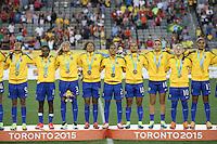 HAMILTON, CANADA, 25.07.2015 - PAN-FUTEBOL - Jogadoras do Brasil recebem medalha de ouro após ganhar de 4 a 0 da Colombia em partida da final do futebol feminino nos jogos Pan-americanos no Estadio Tim Hortons em Hamilton no Canadá neste sábado, 25.  (Foto: William Volcov/Brazil Photo Press)