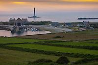 Europe/France/Normandie/Basse-Normandie/50/Manche/Presqu'île de la Hague/Goury: le port  et le phare du Cap de la Hague dans la lumière du soir